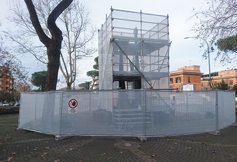 Avviato il restauro del monumento a Largo Bompiani.